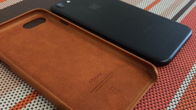 official-leather-case-apple-iphone-7-5
