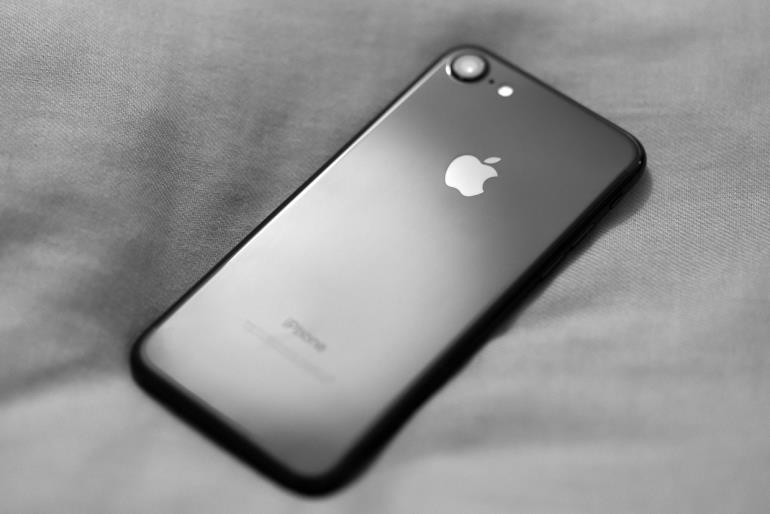 iphone7-jet-black-impressions-russia-10