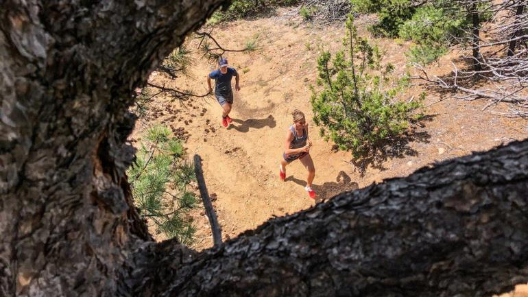 trail_running_pair_iphone_7